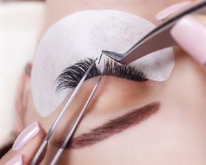 Eyelash extension service laval in modern beauty clinic laval