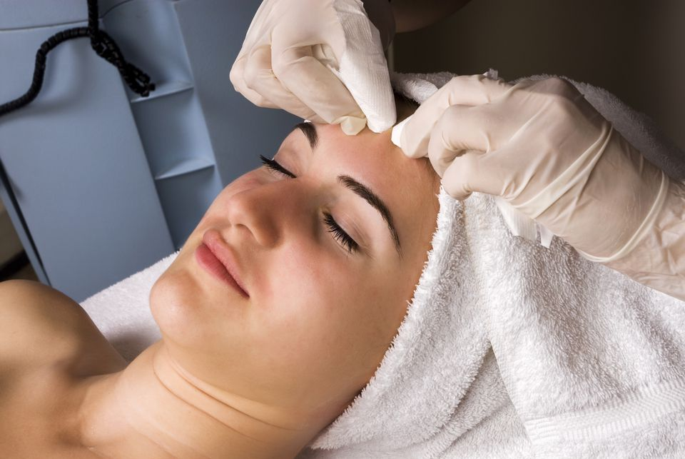 Facial Extractions in Laval   Best Medical Spa Treatment   Reimagine Clinic