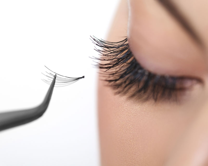 Eyelash Extensions Services in Laval & Montreal